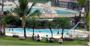 White rock beach resort travelsmart net for Subic resorts with swimming pool